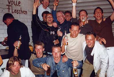 images/galerie/2004/party_team2.jpg